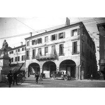 http://www.taxipadova.it/wp-content/uploads/PIAZZA-GARIBALDI-6.jpg